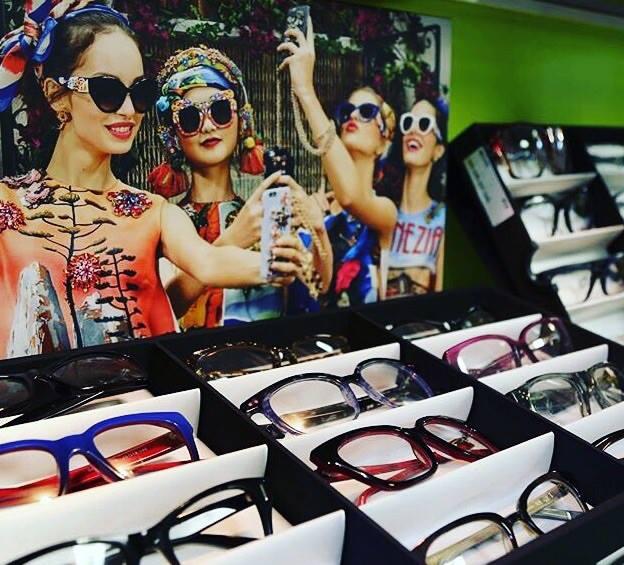 Happy customers with great eyewear
